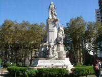 Monumento Avellaneda Obra de Lola Mora